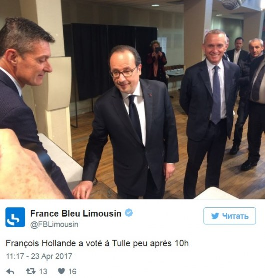 Престарелая женщина вручила тайный подарок Олланду навыборах президента